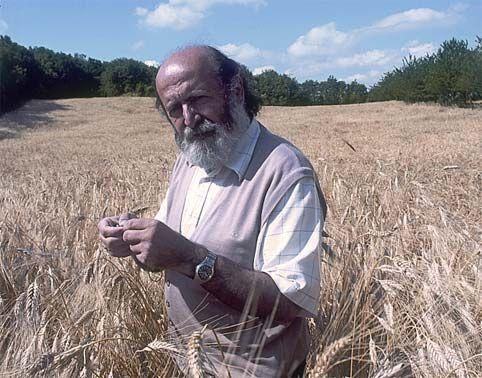 Se ne va uno dei pionieri del biologico in Italia. Un uomo religiosamente dedito alla terra - alla Terra - con amore profondo, conoscenza, energia infinita. La sua scomparsa sottrae qualcosa a tutti noi, a LifeGate.