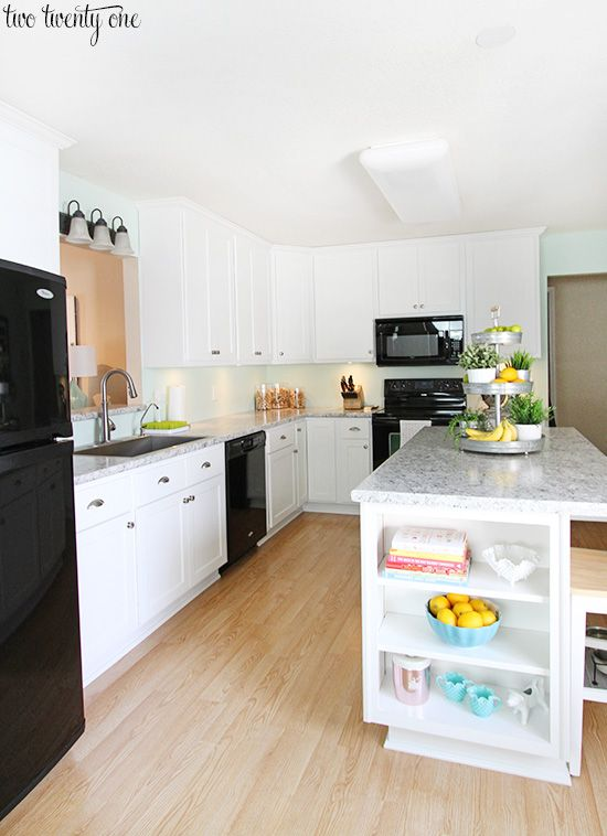 laminate kitchen countertops kitchen black appliances islands and honey oak cabinets. Black Bedroom Furniture Sets. Home Design Ideas