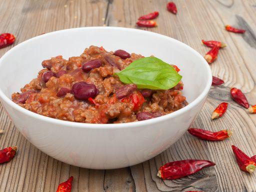 paleron, piment, haricot rouge, clou de girofle, vin blanc sec, oignon, huile d'olive, tomate pelée, maïs
