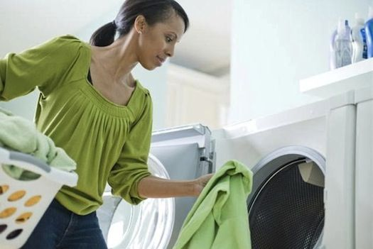 Nanodiamonds can gently separate oil and grease, and remove dirt from clothes using half the water, and in colder temperatures: Air Inside, Laundry Help, Danger Laundry, Laundry Detergent, Clothing Dry, Clean Clothing, Healthier Life, Laundry Mistakes, Healthy Living