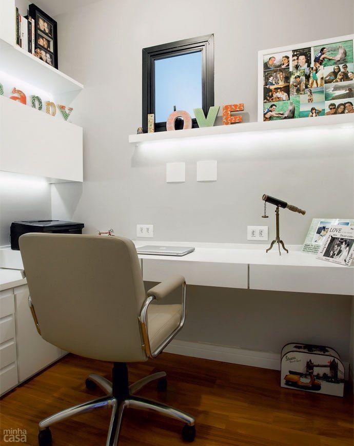 Quando passou a escrever um blog, a dona deste home office foi estimulada a reformar o local para deixá-lo mais adequado e bonito