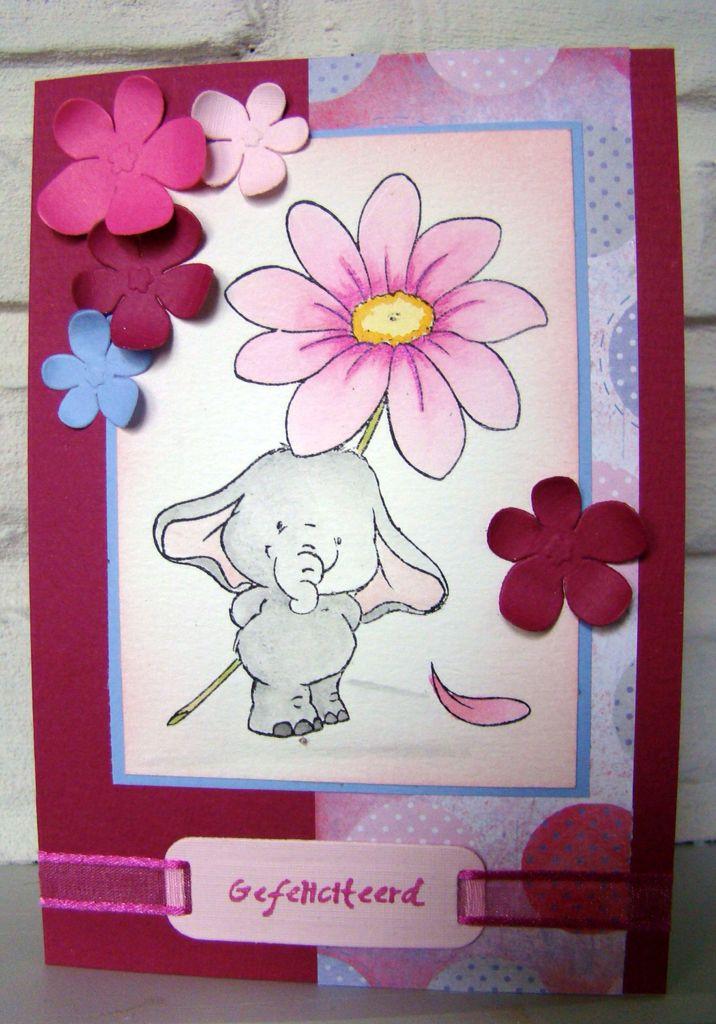Clearstamp Wild Rose Studio Bella with Daisy ingekleurd met Derwent Coloursoft kleurpotloden