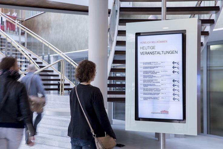 https://flic.kr/p/PzoS6q | _AW46192 | Die Digital Signage Screens im Kongresszentrum der Westfalenhallen Dortmund, an denen sich Besucher über laufende Veranstaltungen informieren können. Zudem kommen digitale Türbeschilderungen zum Einsatz, die an jedes Event schnell und einfach angepasst werden können. Gesteuert werden alle Screens von der Digital Signage Software kompas.