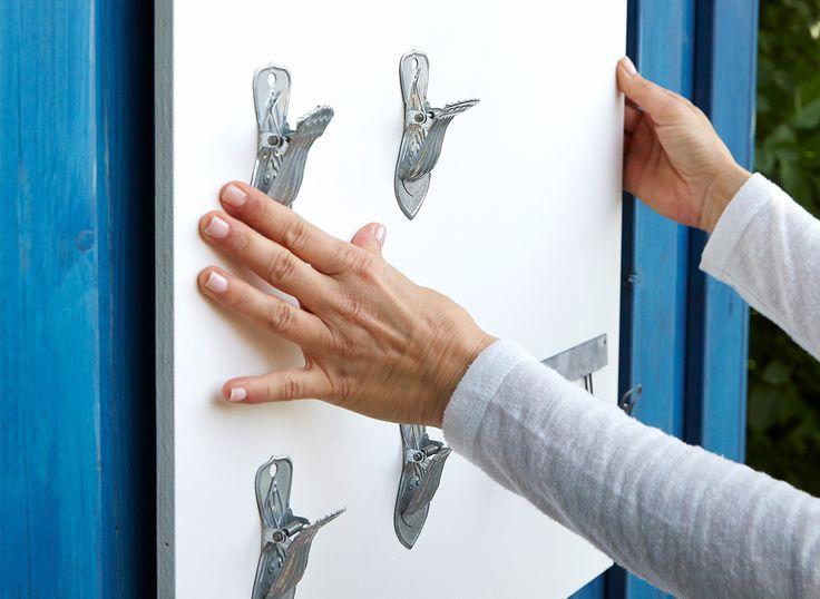 Med det nye monteringstapen fra tesa bliver det let og enkelt at montere alt fra kunst til små hylder på væggene.