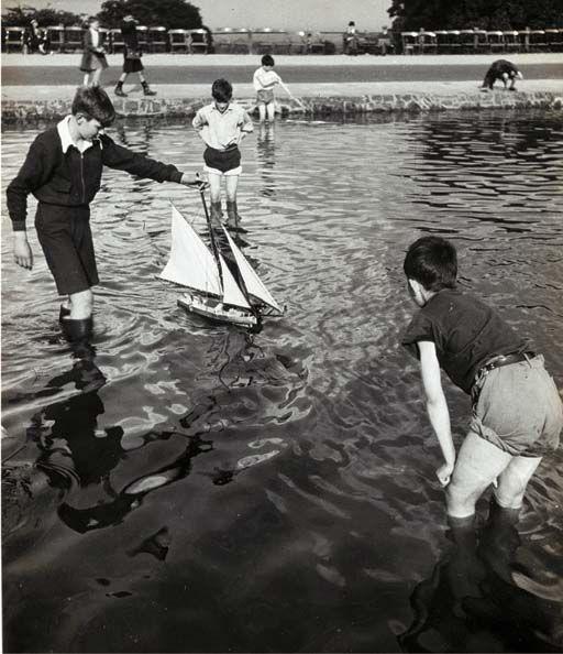 Hampstead Heath, White Stone Pond, 1930s Bill Blandt.