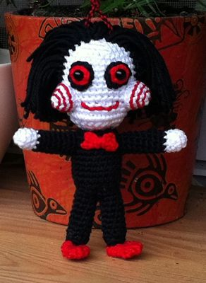 Speckerna: I want to play a game! - free Saw inspired crochet pattern in English or German.