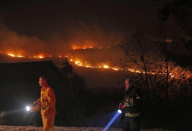 """Api di Haifa bisa diatasi tapi kobaran api mengamuk di tempat lain di """"Israel""""  YERUSALEM (Arrahmah.com) - Petugas pemadam kebakaran """"Israel"""" pada Jum'at (25/11/2016) yang berhasil mengendalikan kobaran api yang tersebar di seluruh kota Haifa yang merupakan kota terbesar ketiga di negara itu dan memaksa puluhan ribu orang meninggalkan rumah mereka masih terus berjuang memadamkan api yang melanda puluhan tempat lain di seluruh """"Israel"""" untuk hari keempat berturut-turut sebagaimana dilansir…"""