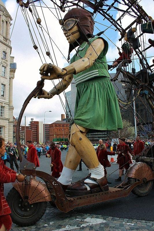 La petite géante du Royal de Luxe, création de Jean-Luc Courcoul François de la Rozière
