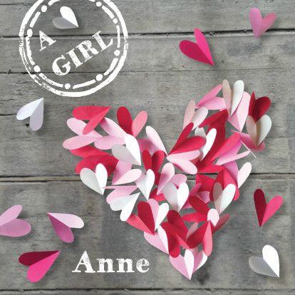 Hip geboortekaartje meisje met hart van papieren hartjes op steigerhout. Origineel geboortekaartje hartjes en naam stempel. Zus&ik ontwerp geboorte