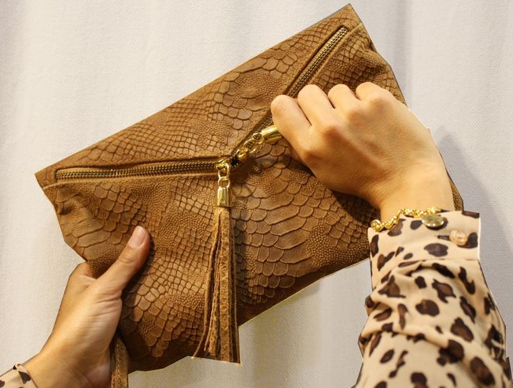 Olivilla-Olivilla en Imagine accesorios .bolso de piel de serraje 39,99€ ,blusa 23,99 € pulsera 9,99 €