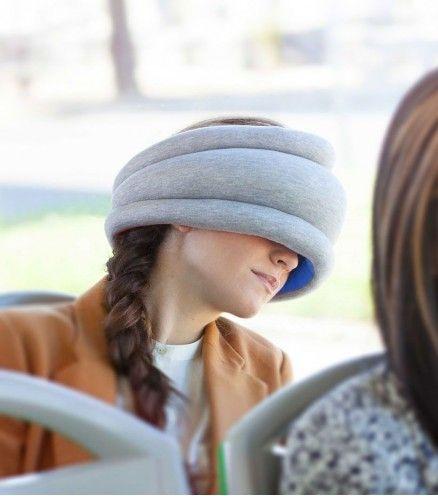 Le coussin Autruche light est parfaitement adapté aux siestes imprévues dans les transports en commun ou dans l'avion!
