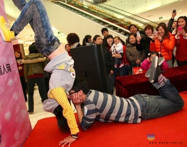 Kissing marketing in China