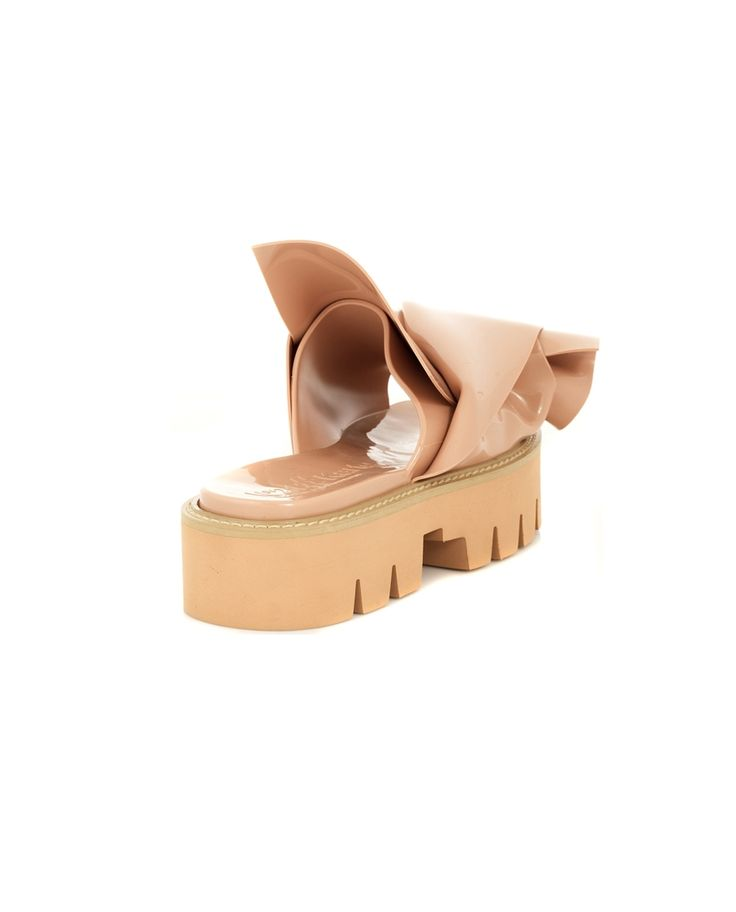 N° 21 LOVES KARTELL SANDAL WITH BOW ''KNOT'' S/S 2016 Sandal with bow rubber body h 4 cm  pvc insole and bow with glossy effect  Made in Italy 100% Rubber  100% PVC
