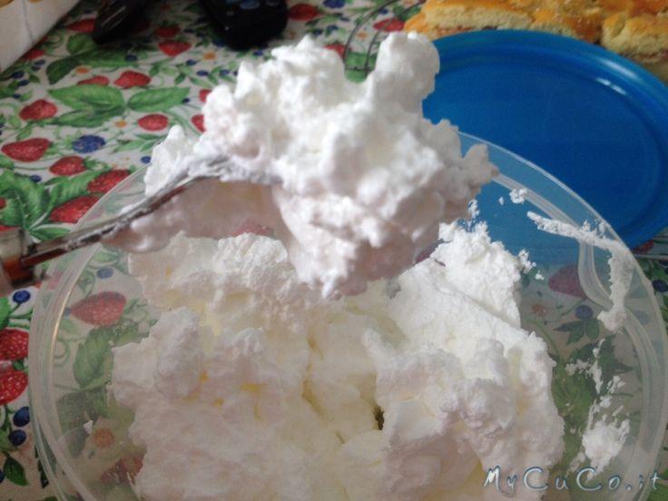 La meringa svizzera con il Cuisine Companion - http://www.mycuco.it/cuisine-companion-moulinex/ricette/la-meringa-svizzera-con-il-cuisine-companion/?utm_source=PN&utm_medium=Pinterest&utm_campaign=SNAP%2Bfrom%2BMy+CuCo