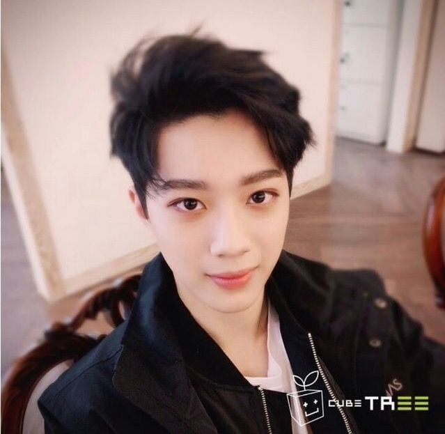 Lai Guan Lin Wanna One #hot #lastest #KuanLin #Handsome #Selfie #selca #new #wallpaper #love #instagood #me #tbt #cute #follow #followme #photooftheday #happy #tagforlikes #beautiful #self #girl #picoftheday #like4like #smile #friends #fun #like #fashion