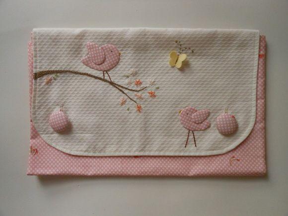 Saquinho para maternidade em tecido 100% algodão. Mede 30 cm x 35 cm. Fechamento por botões tipo envelope. Outras cores, padronagens e motivos aplicados à escolha do cliente R$ 42,00