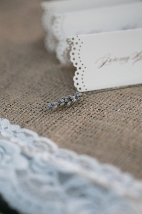 DIY lace place cards    Photography by jihancerda.com