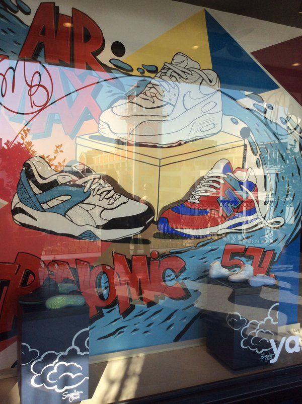Mağaza vitrinlerimizde yer alan graffitilerin önünde fotoğraf çekilmek serbesttir :)   http://sneakscloud.com/magazalarimiz