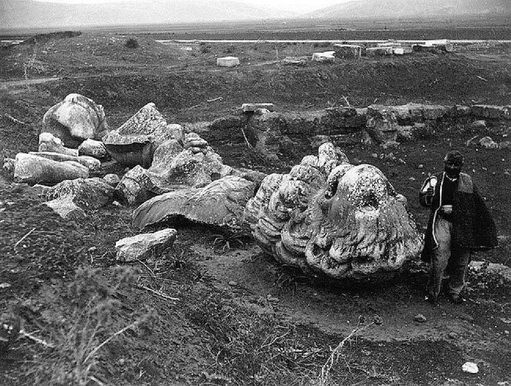 An archival image of the funerary 'Lion of #Chaeronea' which was re-discovered on June 3rd, 1818. The monument marked the location of the remains of the elite warrior Greeks of the Sacred Band of #Thebes who died in the battle against the #macedonian Greek army led by Philip II (338 BC)