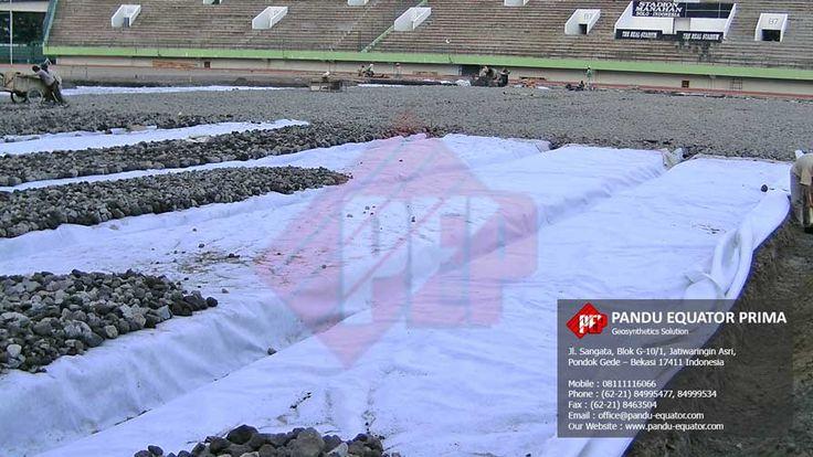 Pemasangan Non Woven Geotextile pada Stadion Manahan Solo