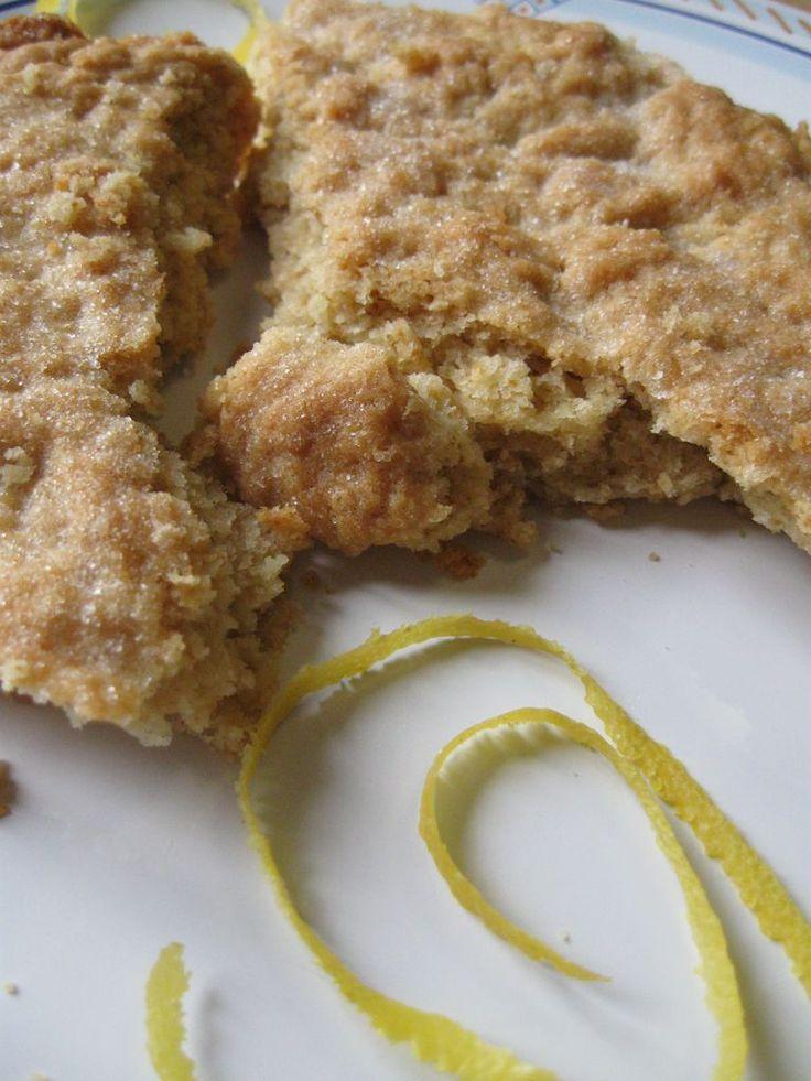 Stroscia di Pietrabruna, tipico dolce ligure caratterizzato dal profumo dell'olio extra vergine http://blog.giallozafferano.it/ricetteconamore/stroscia-di-pietrabruna-dolce-tipico-ligure/