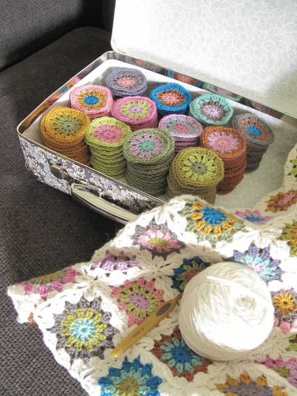Granny squares  Love this idea.  This would be a  fun summer project - to make all these little bits (on get sweating hot making a whole blanket)...