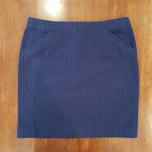 """Navy pinstriped GAP skirt Navy cotton skirt with pinstripes. Pockets on either hip. Hidden back zipper with hook and eye closure. Skirt measures 18"""" long and waist measures 15"""" across while laying flat. GAP Skirts"""