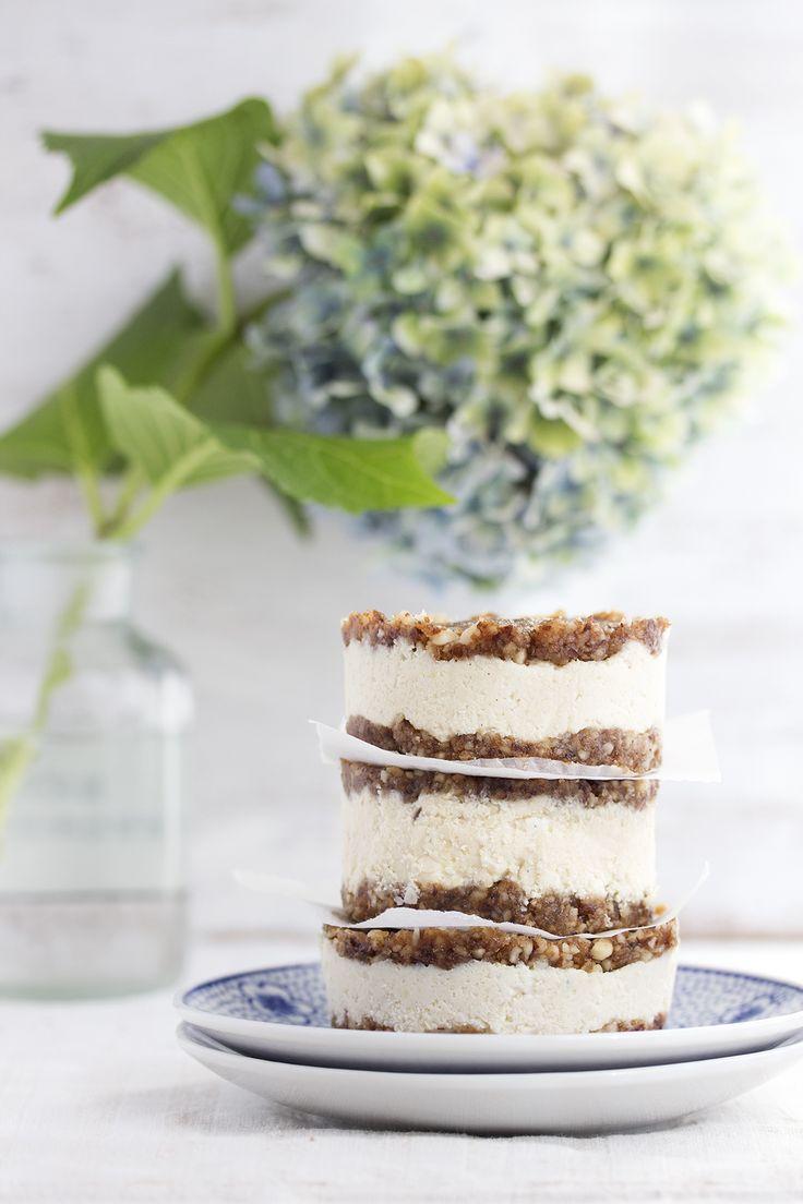 no bake vegan cheesecake cookie sandwiches