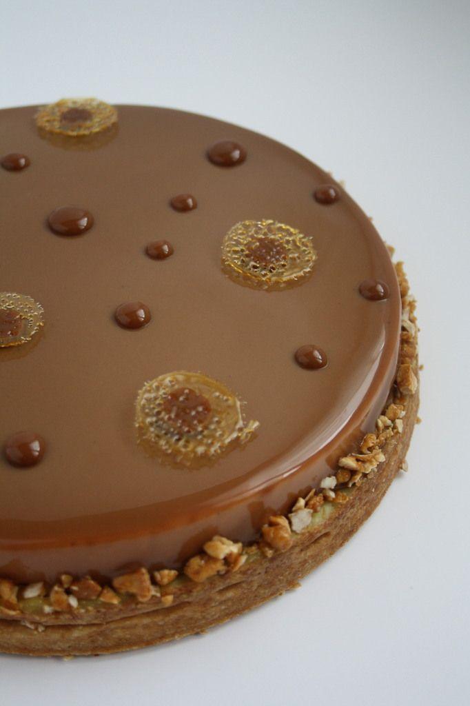 Bonjour à tous! J'ai été pas mal débordée ces derniers temps d'où mon absence ... Cette tarte, c'est la tarte préférée d'Arnaud Larher, membre éminent des Relais Desserts et Meilleur Ouvrier de France en pâtisserie confiserie 2007. J'ai eu la chance de...