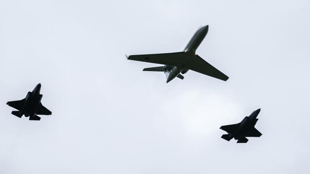 Eerste JSF-straaljagers landen op vliegbasis Leeuwarden | NU - Het laatste nieuws het eerst op NU.nl
