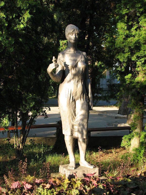 Ifjúság szobor (Galambröptető leány) (Zánka) http://www.turabazis.hu/latnivalok_ismerteto_3882 #latnivalo #zanka #turabazis #hungary #magyarorszag #travel #tura #turista #kirandulas