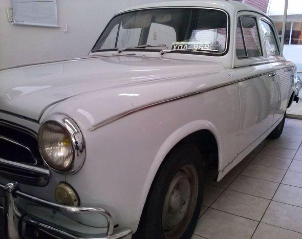 Peugeot 403 1963. Titular. Radicado en Palermo, Capital Federal. Con poco uso de fábrica, 130000 km. reales, no tuvo golpes, está totalmente completo y original, con sus ópticas marshall originales, radio, etc.