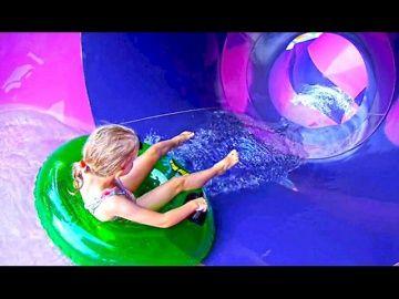 КЛАССНЫЙ АКВАПАРК в Сингапуре для детей Милана и Даня плавают бассейне Яркое цветное видео для детей http://video-kid.com/21109-klassnyi-akvapark-v-singapure-dlja-detei-milana-i-danja-plavayut-basseine-jarkoe-cvetnoe-video.html  Один из лучших аквапарков для детей в Сингапуре где есть огромные горки бассейн для малышей и взрослых смотрите новое классное видео о том как Даня Милана и родители сходили в Аквапарк Больше интересного Вконтакте:  Я в Инстаграм:  Подключайся сюда: *****Ставьте…