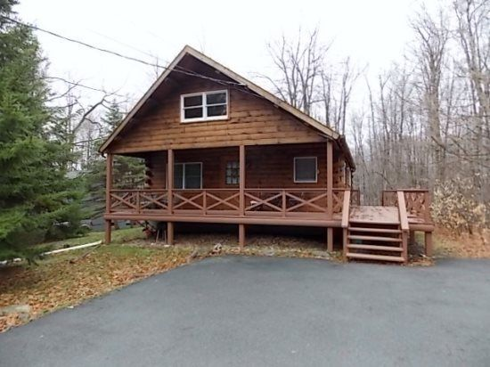 13 Best Pocono Vacation Home Rental Images On Pinterest Vacation Rentals Rental Homes And Jacuzzi