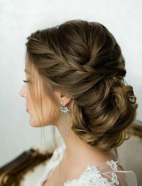 French side wavy bride hairstyle
