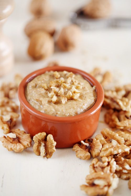 Le pesto de noix est très rapide à faire et permet de réaliser quelques bonnes recettes à base de pâtes. Vous le retrouverez dans quelques recettes qui arr