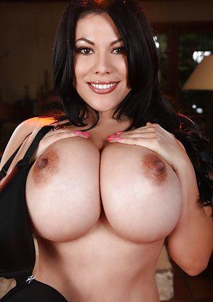 Big Breasted Latin Women 39