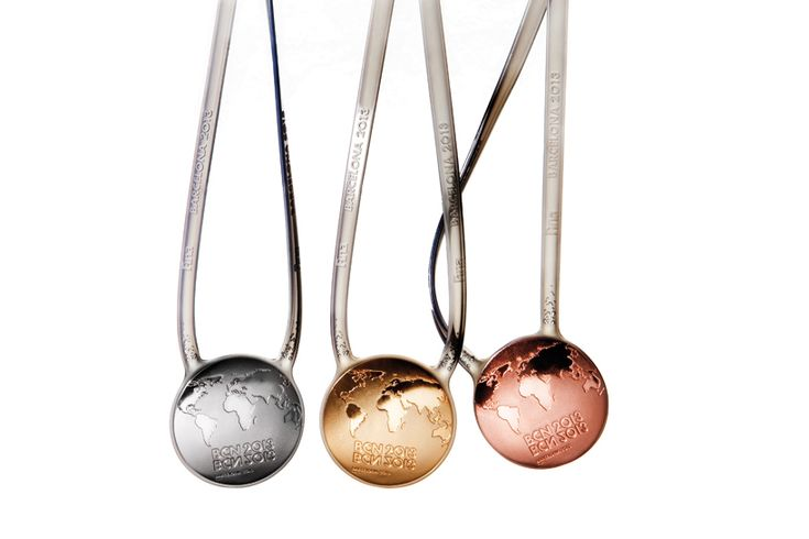 lagranja design 2013 swimming world championships medals - designboom | architecture & design magazine