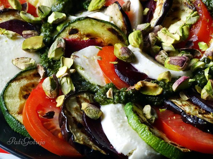 Warzywne caprese z pistacjami