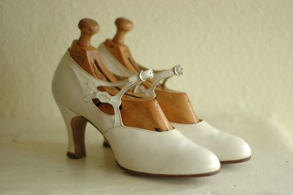 vintage 1920s shoes / 20s white art deco par honeytalkvintage, $220.00