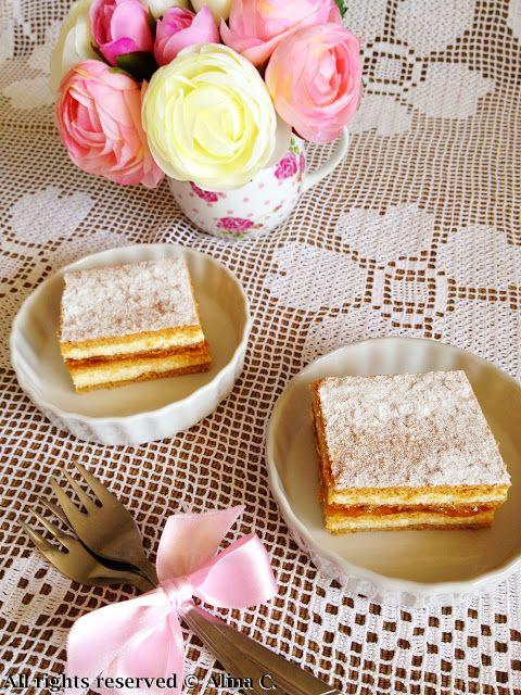 Unii ii spun Albinuta, unii prajitura cu foi de miere sau cum ii spune nasa , Dulcineea, eu o cunosc ca prajitura Claudia.  O facea mama...