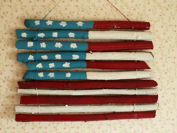 Amerikaanse vlag geschilderd op takken