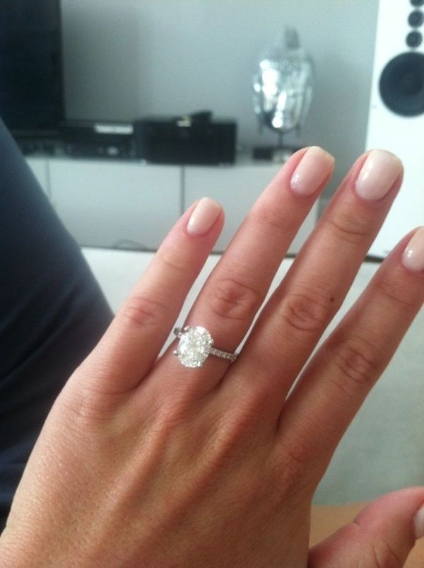 Very sparkly and gorgeous oval cut engagement ring! Love this!