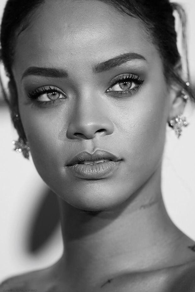 Rihanna Black And White : rihanna, black, white, Rihanna, Rihanna,, Celebrity, Portraits,, Black, White, Aesthetic