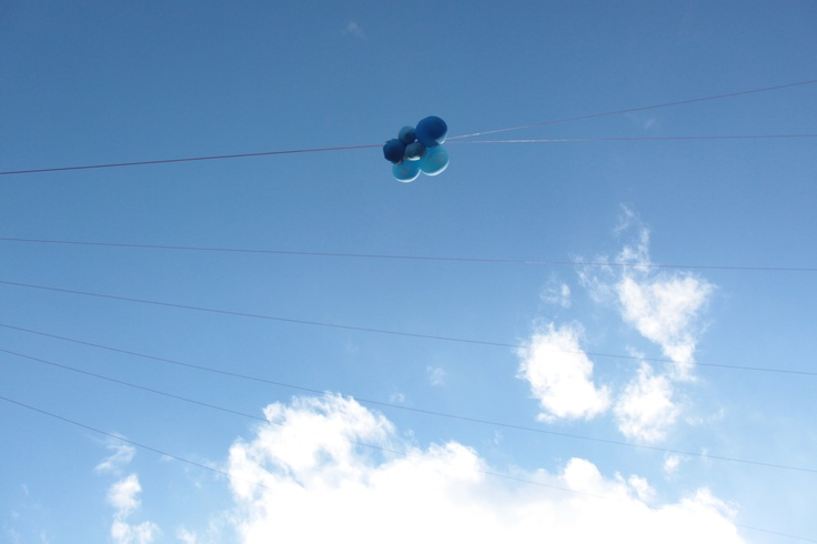 blue balloons in the blue sky.Ln.