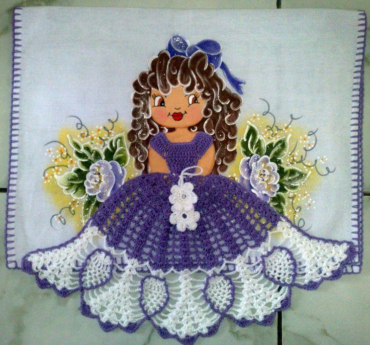 Menininha linda, temos de várias cores, feitas com muito capricho, com material 100% algodão.    Ótimo para presentar ou enfeitar sua casa!!!
