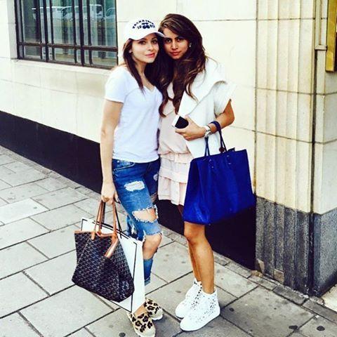 "Kanika Kapoor on Instagram: ""@priyalimahtani 💋💕💋💕👭👩 ️ ..."