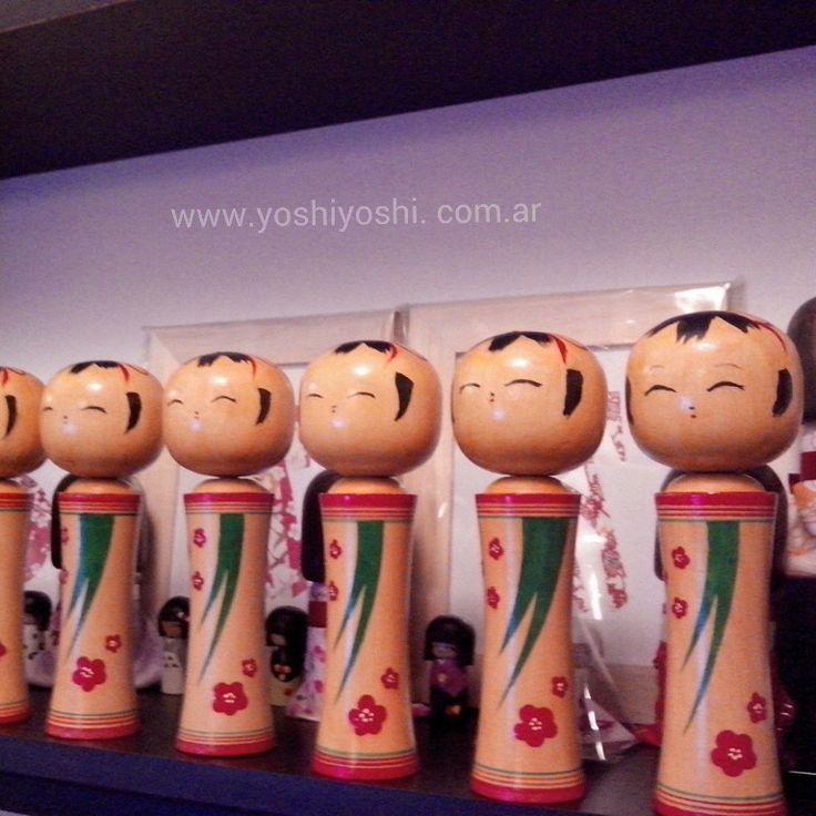 Kokeshi tradicional. Producido por Yoshi Yoshi.