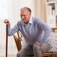L'arthrose du genou ou de la hanche : seniors, halte aux idées reçues !