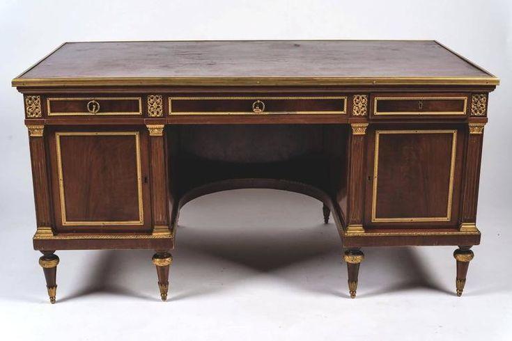Fine French 18th Century Mahogany Pedestal Desk 2